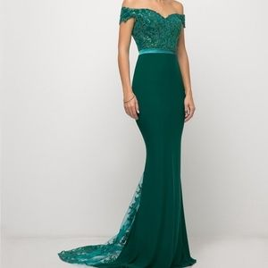New formal prom gown. Fitted evening party dress